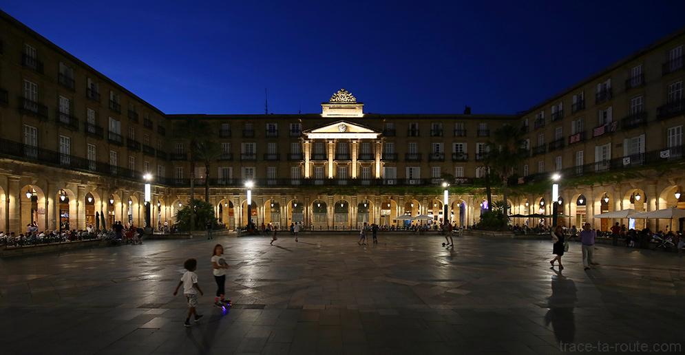 La Plaza Nueva de Bilbao, la nuit