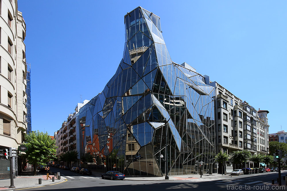 Bâtiment en verre du Départment Basque de la Santé à Bilbao (Delegacion Territorial de Sanidad y Consumo de Bizkaia) par Coll-Barreu Arquitecturos
