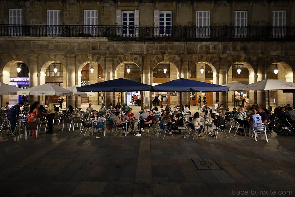 Terrasses des bars à pintxos de la Plaza Nueva de Bilbao