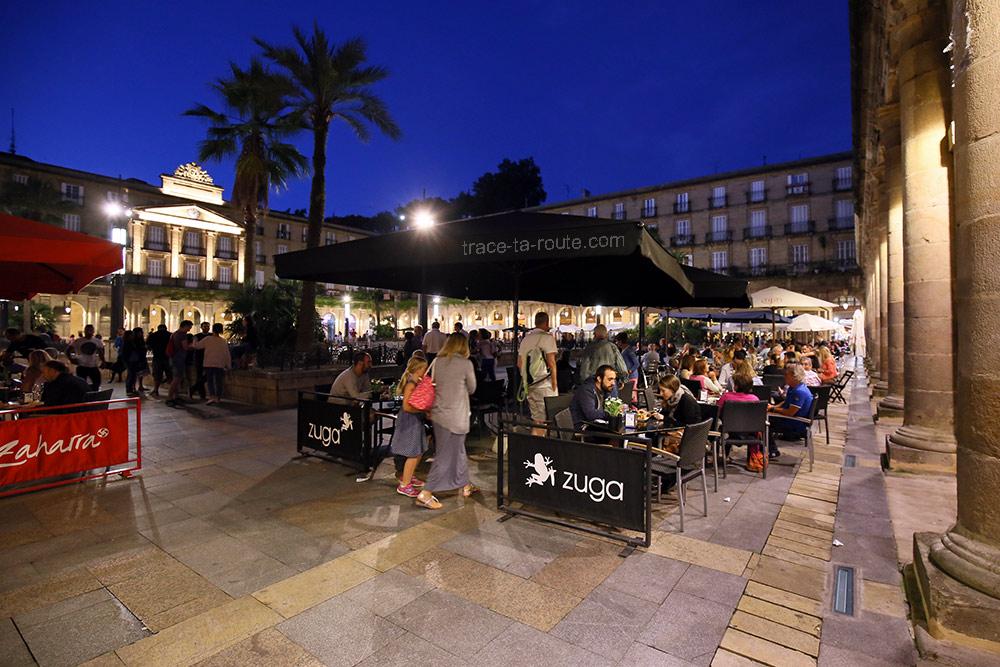 Terrasses des bars à pintxos (Zaharra et Zuga) de la Plaza Nueva de Bilbao