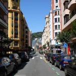 Iparraguirre kalea et le Musée Guggenheim de Bilbao au fond de la rue