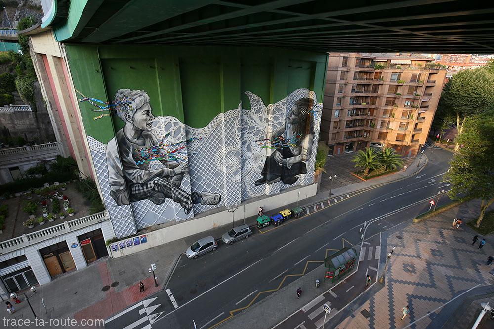 Fresque peinte sur le mur du Pont de la Salve de Bilbao, par Veronica et Christina Werckmeister