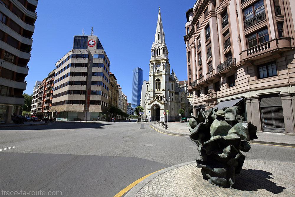 """Hommages aux architectes basques Evaristo Churruca, Achúcarro, Alzola y Hoffmeyer et Ricardo Bastida"" (2003-2005) Vicente LARREA - Plaza San Jose Bilbao"