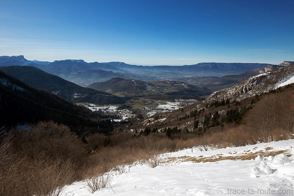 Vue depuis la Pointe de la Galoppaz - sentier de randonnée raquettes Bauges : Chambéry, Arvey, Curienne
