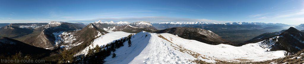 Panorama au sommet de la Pointe de la Galoppaz - Vue sur le Massif des Bauges et la chaine de Belledonne - neige