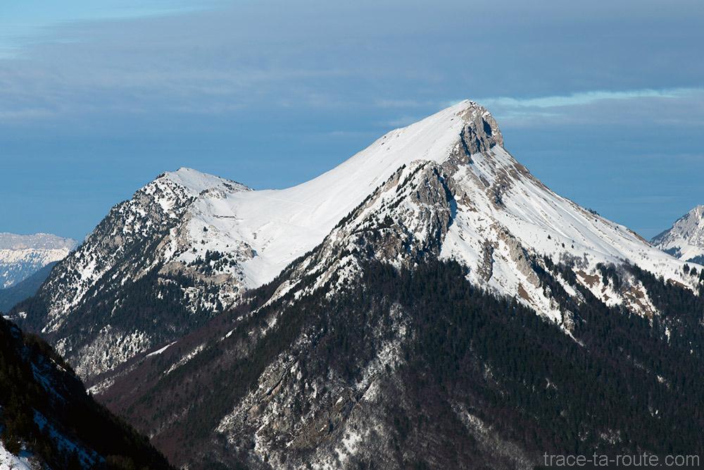 Mont Colombier en neige - Bauges hiver - Vue depuis le sommet de la Pointe de la Galoppaz