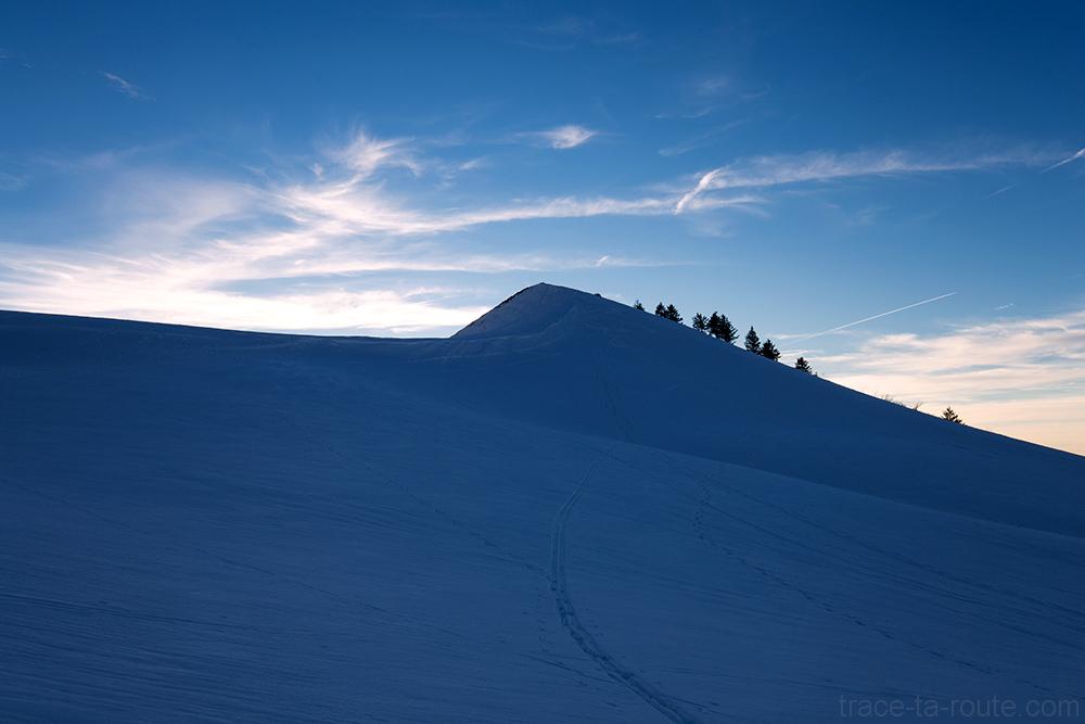 Sommet de la Pointe de la Galoppaz sous la neige en hiver - Massif des Bauges