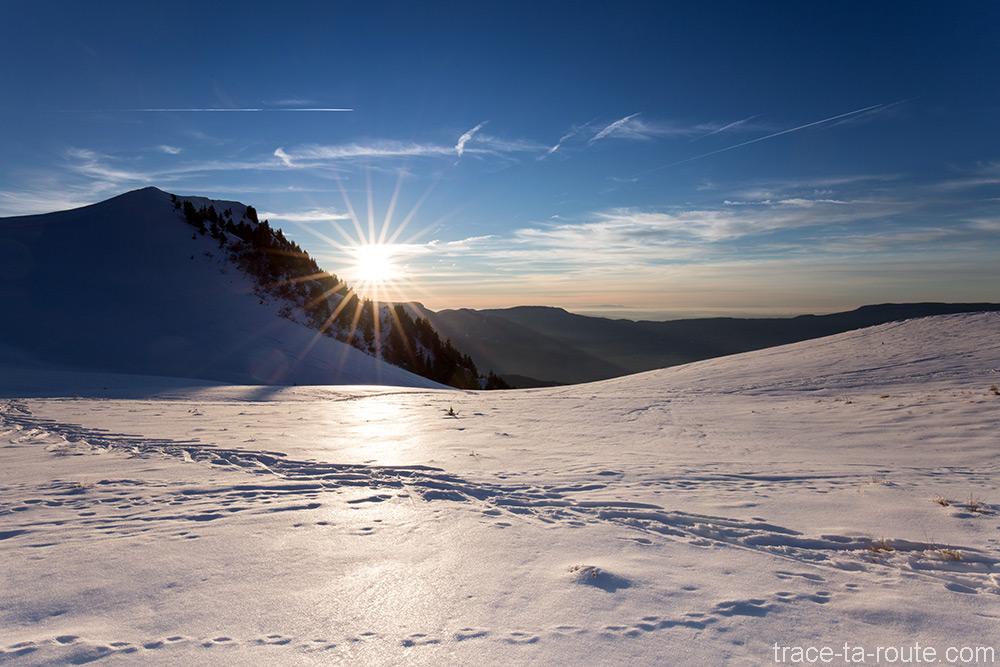 Coucher de soleil à la Pointe de la Galoppaz en neige sous la neige en hiver - Massif des Bauges