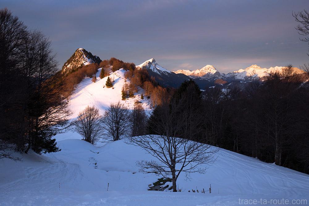 Col de la Buffaz sous la neige en hiver - Pointe de la Galoppaz - Randonnée raquettes Massif des Bauges