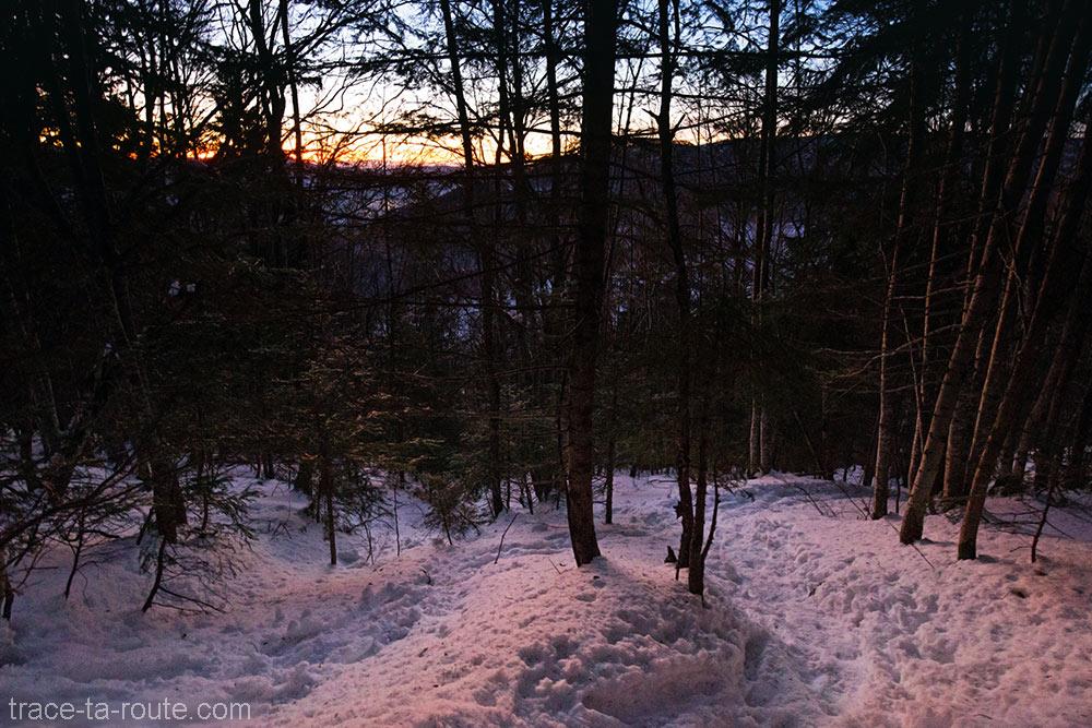 Sentier de randonnée vers le Chalet de la Buffaz et la Pointe de la Galoppaz - Massif des Bauges sous la neige raquettes en hiver
