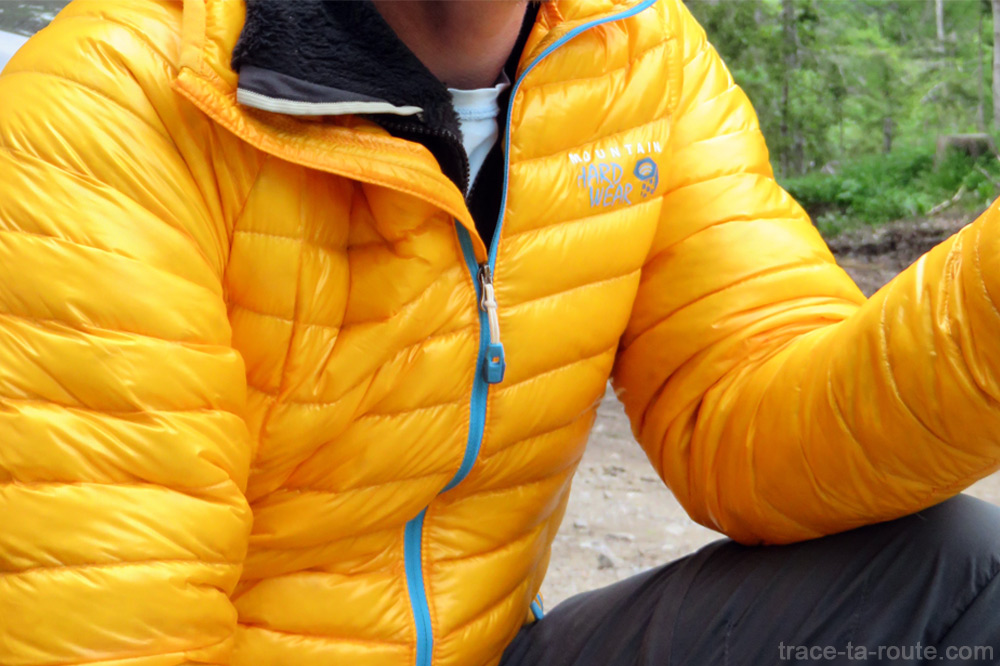 Test doudoune Mountain Hardwear GHOST WHISPERER Down Hooded Jacket - compartiments, zip frontal et col