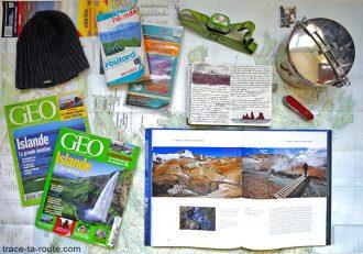 Objets, livres et cartes pour voyage en Islande