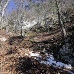 Sentier de randonnée vers la Croix du Nivolet depuis le village de Pragondran (Savoie)