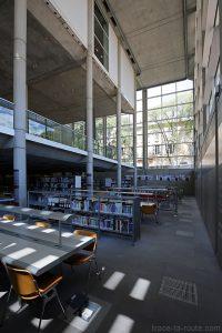 Bibliothèque au sous-sol du Carré d'Art de Nîmes - Intérieur Architecture