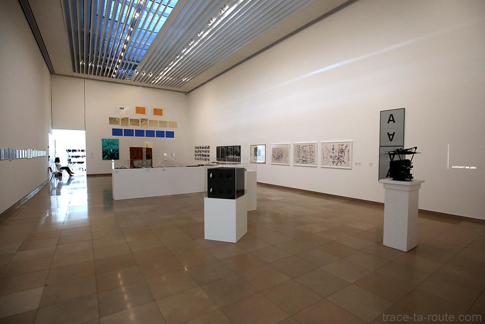 Salle des expositions temporaires du musée du Carré d'Art de Nîmes - Intérieur Architecture