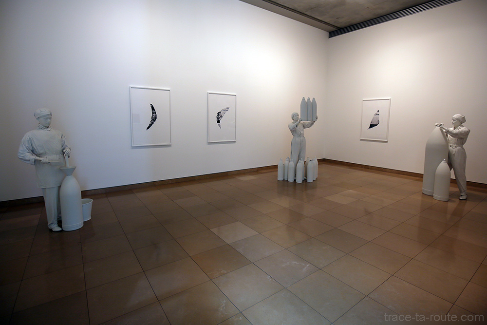 Girls of Chilwell - Suspended Acting (2014) Melik OHANIAN - Exposition Prix Marcel Duchamp 2015 Carré d'Art de Nîmes
