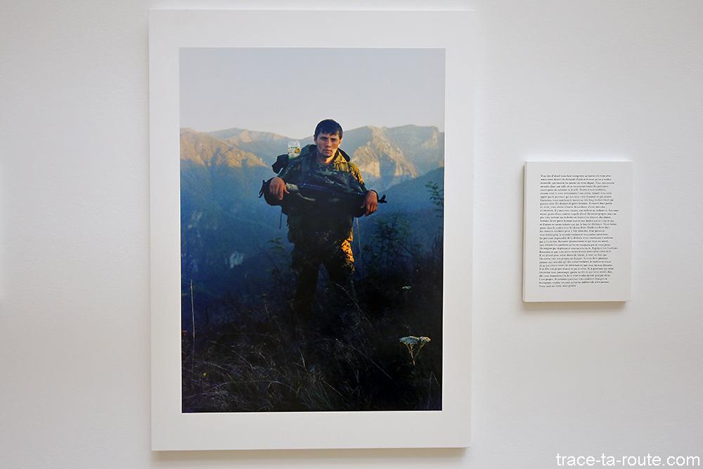 """Le passage de la frontière (1994) Madeleine BERNARDIN SABRI - Exposition """"Formes biographiques"""" Carré d'Art de Nîmes"""