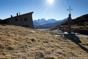Col de la Croix de Fer et Aiguilles d'Arves en fond - Maurienne Savoie