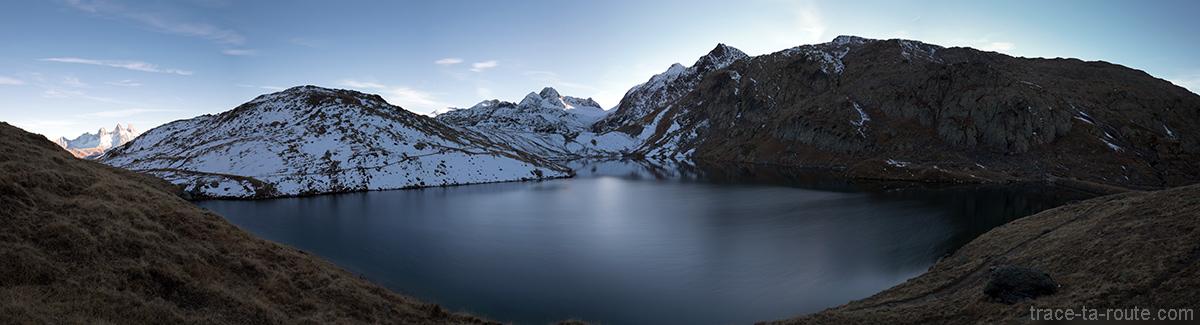 Le Lac Blanc avec le Glacier de Saint-Sorlin, la Cime du Grand Sauvage et le Pic de l'Étendard en fond et les Aiguilles d'Arves - Maurienne Savoie