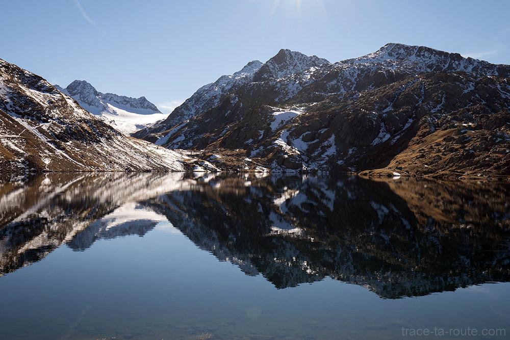 Le Lac Bramant avec l'Aiguille de la Laisse, l'Aiguille Noire et le Glacier de Saint-Sorlin en fond - Maurienne Savoie