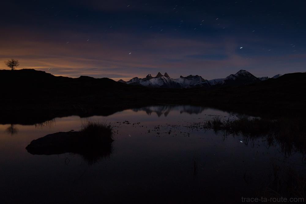 Nuit étoilée sur le Lac Guichard avec les Aiguilles d'Arves en fond - Saint-Sorlin d'Arves Maurienne Savoie