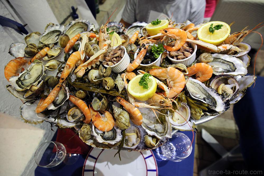 """Plateau de fruits de mer au restaurant """"L'Écailler"""" à Saint-Jean-de-Luz"""