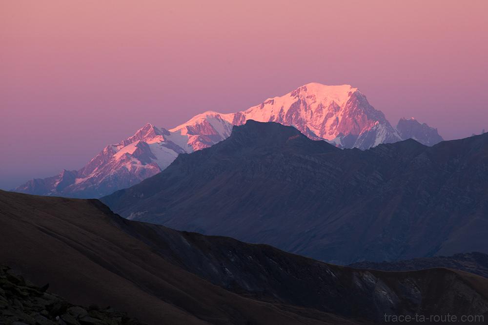 Coucher de soleil rose sur le Mont Blanc, depuis la station de ski de Saint-Sorlin d'Arves - Maurienne Savoie