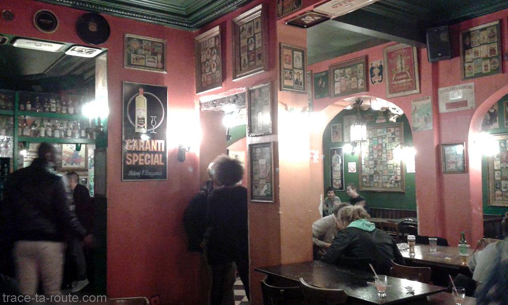Décoration intérieure du bar Delirium Café de Bruxelles