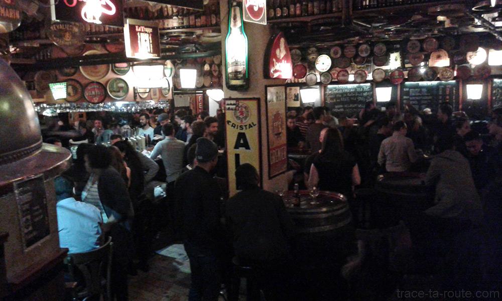 Cave au sous-sol à l'intérieur du bar Delirium Café de Bruxelles