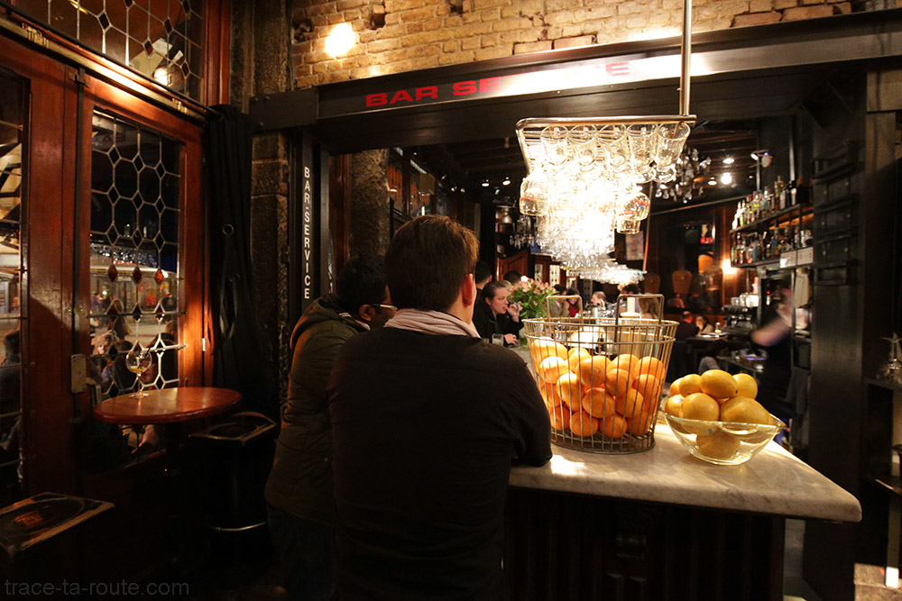 Intérieur du bar Mappa Mundo à Bruxelles