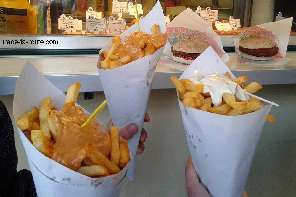 Les fameux cornets de frites belges de Chez Frit Flagey, la meilleure frite de Bruxelles et de Belgique !