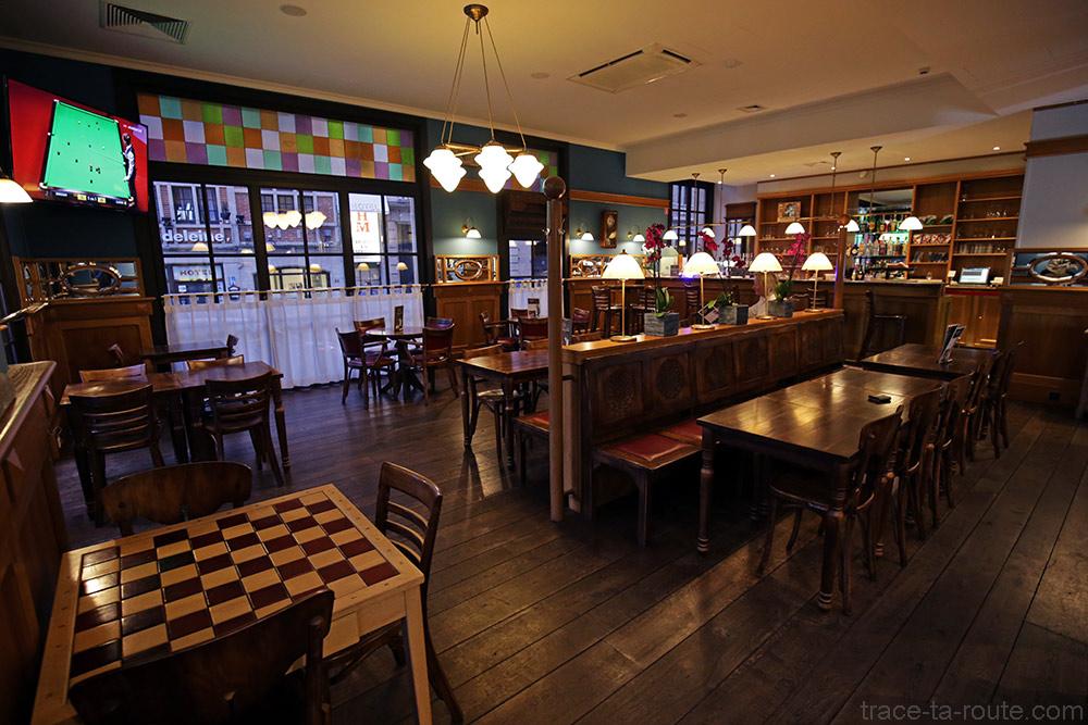 Intérieur salle restaurant bar de d'hôtel Ibis Brussels off Grand Place