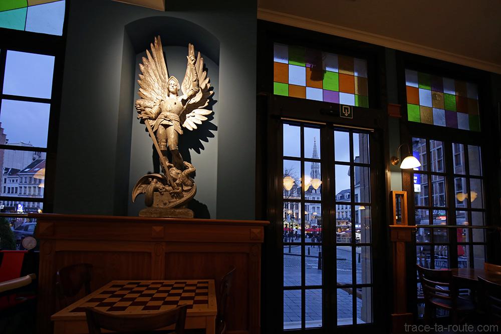 Décoration Intérieur salle restaurant bar de d'hôtel Ibis Brussels off Grand Place