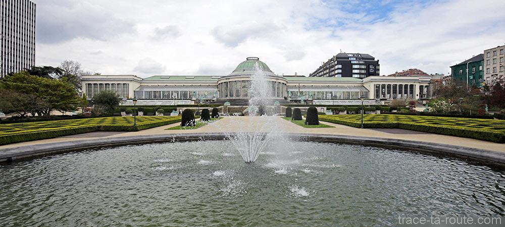 Fontaine et verrière du Jardin Botanique de Bruxelles