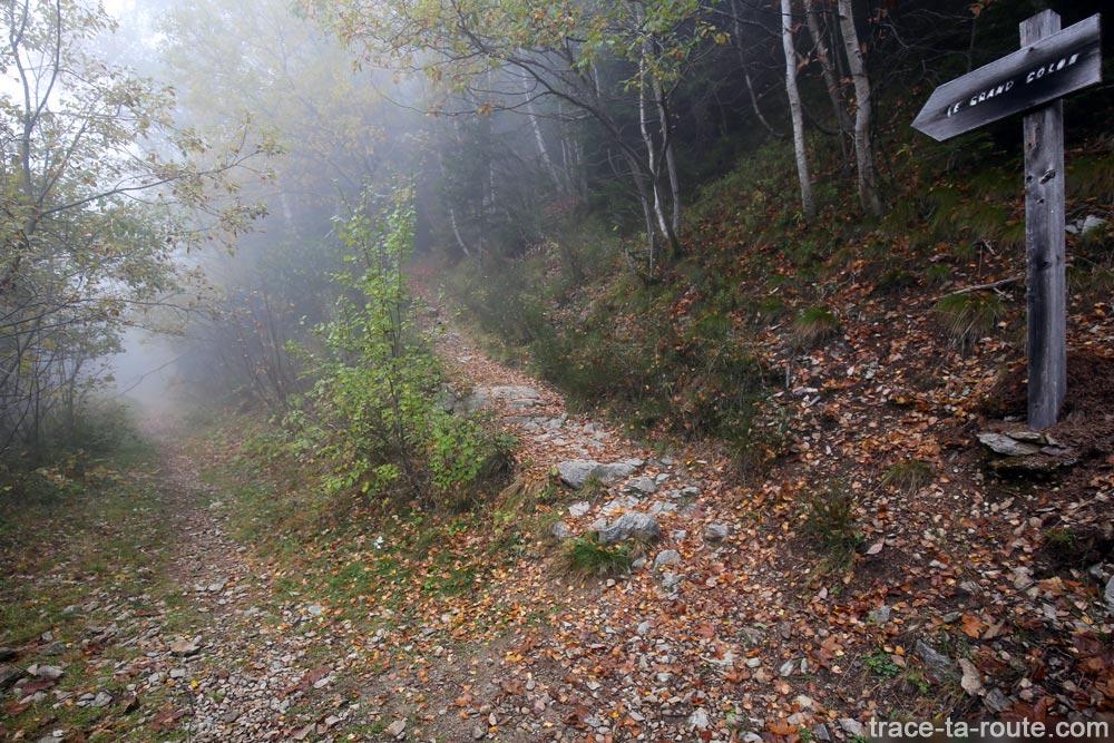 Sentier de randonnée au Grand Colon en Belledonne depuis le parking des Carriers