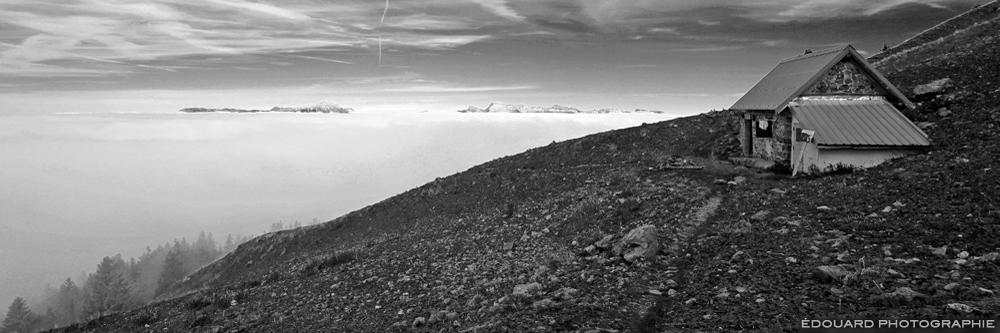 La Baraque du Colon en Belledonne au-dessus d'une mer de nuages