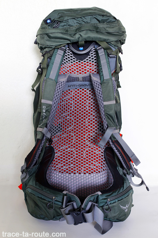 Test du sac à dos Osprey Atmos AG 65 : bretelles, ceinture et filet dorsal