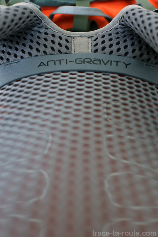 Test du sac à dos Osprey Atmos AG 65 : filet dorsal Anti-Gravity