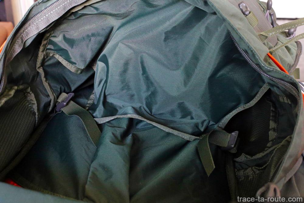 Test du sac à dos Osprey Atmos AG 65 : compartiment sac de couchage