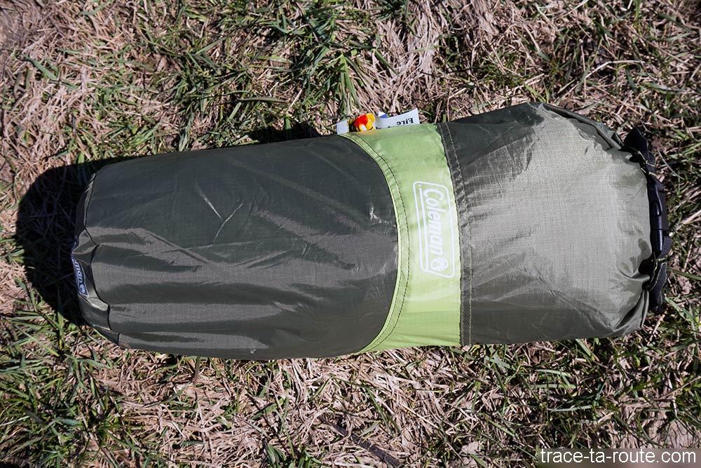 La tente Aravis 2 Coleman dans sa housse de rangement