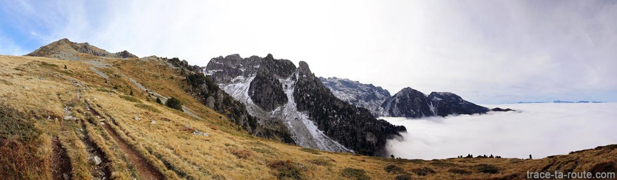 Le Grand Pertuis et le Pic Chauvin depuis le Bitou sur le sentier de randonnée au Grand Colon en Belledonne