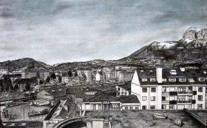 Vue panoramique sur Annecy, le quartier de la gare et Le Parmelan depuis l'Avenue du Rhône © L'Oeil d'Édouard