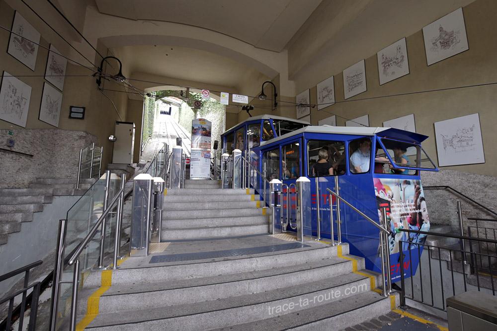 Départ du Funiculaire de Bergame (Funicolare Città Bassa Bergamo)