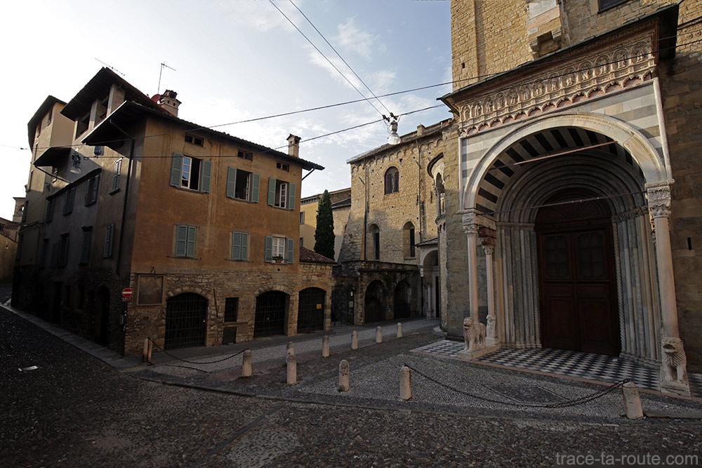 Porte des Lions Blancs (Porta dei Leoni Bianchi) Basilique Santa Maria Maggiore à Bergame (Città Altà Bergamo)