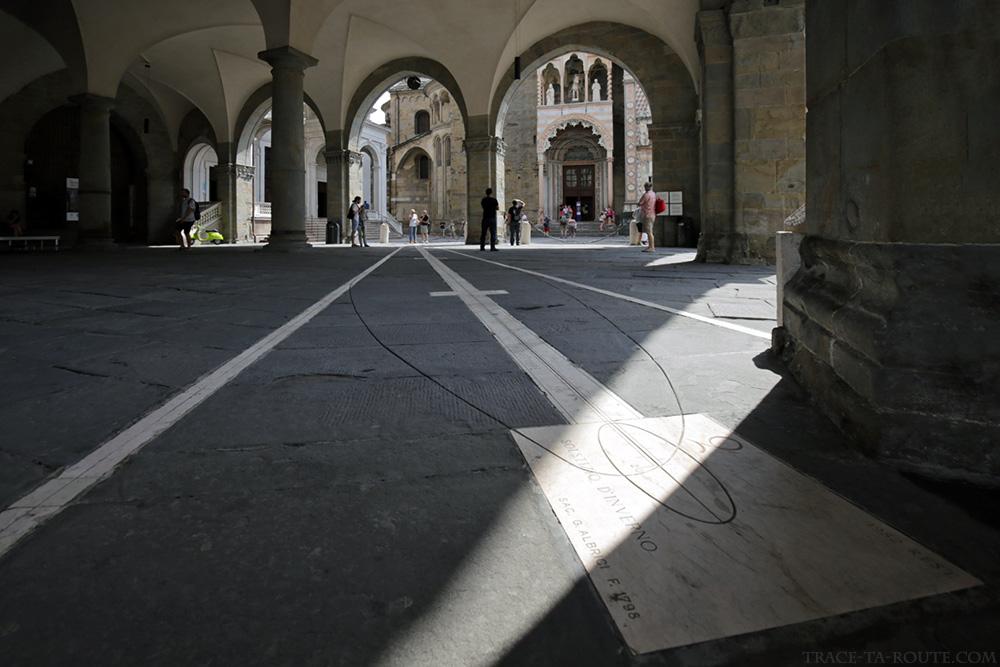 Cadran solaire sous le Palazzo della Ragione - Piazza Vecchia de Bergame (Città Altà Bergamo)