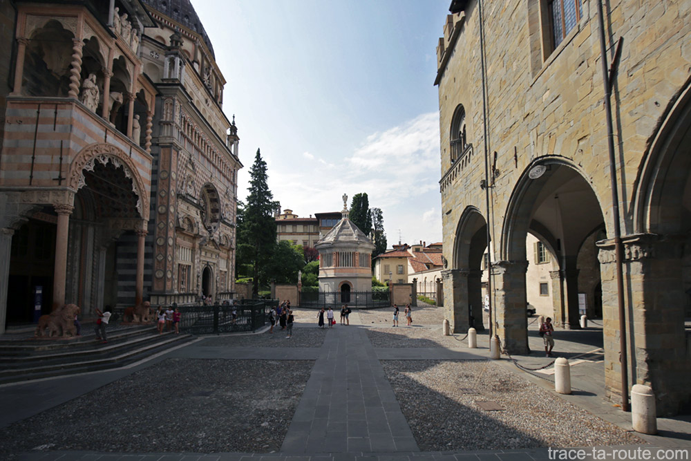 Basilique Santa Maria Maggiore, Chapelle Colleoni et Baptistère sur la Piazza Duomo de Bergame Italie - Città Altà Bergamo Italia Italy church