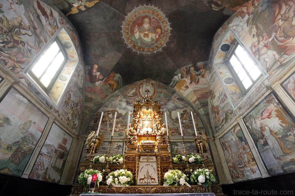 Autel et fresques Choeur Eglise San Michele al Pozzo Bianco de Bergame (Città Altà Bergamo)