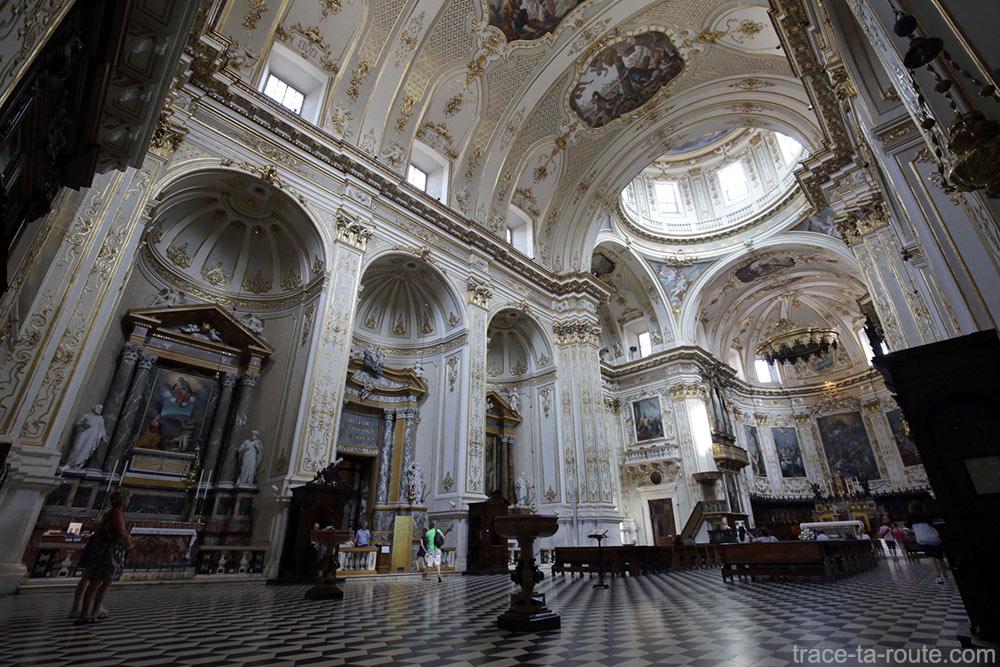 Nef intérieur de la Cathédrale de Bergame Duomo (Città Altà Bergamo)