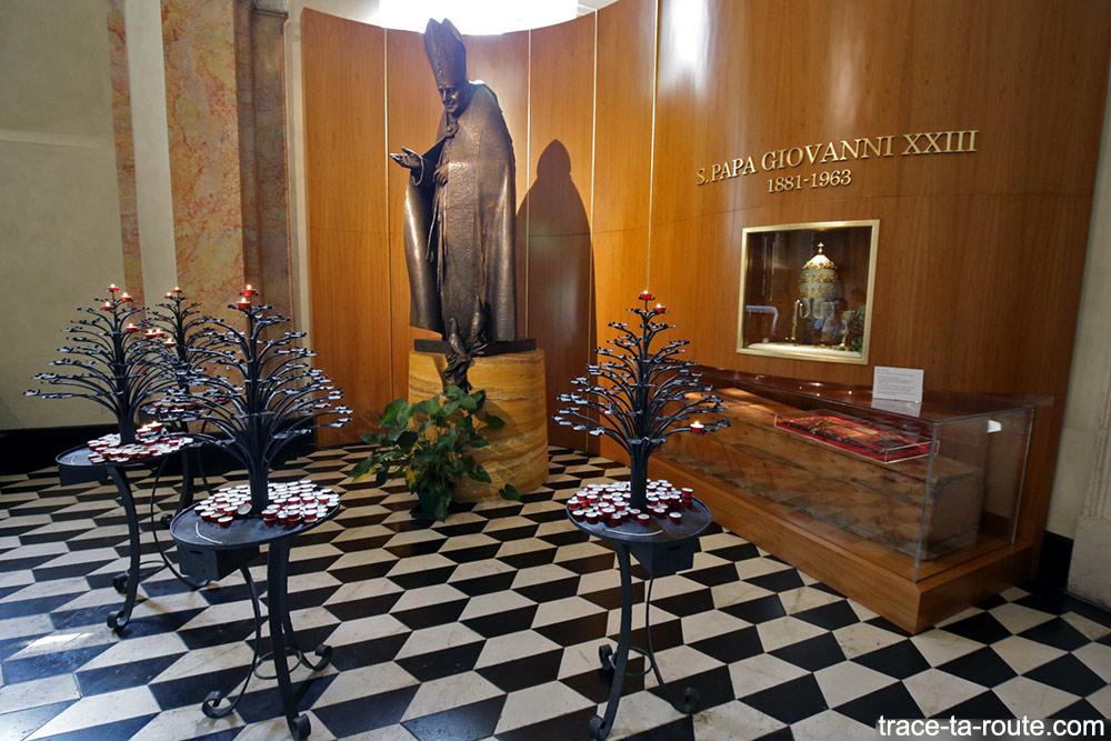 Chapelle reliques Pape Jean XXIII intérieur de la Cathédrale de Bergame Duomo (Città Altà Bergamo)