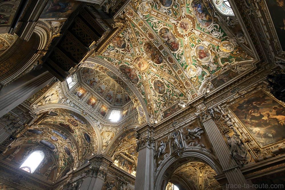 Plafond décoré Voute transept intérieur de la Basilique Santa Maria Maggiore de Bergame (Città Altà Bergamo)